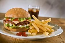 Aziende alimentari e delle bevande di tutto il mondo si impegnano a eliminare gli acidi grassi trans a livello globale